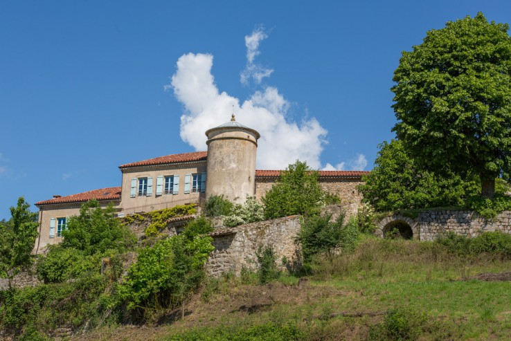 17th Century French Chateau With 18 Ha Of Land For Sale In