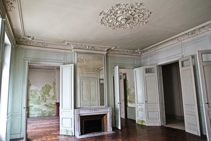 haussmann style apartment in the heart of bordeaux. Black Bedroom Furniture Sets. Home Design Ideas
