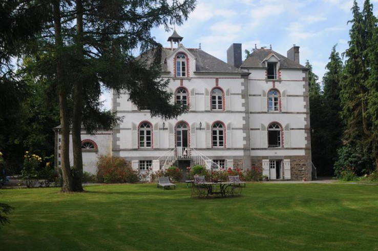 Renovated french chateau with lake for sale in brittany for French chateau homes for sale