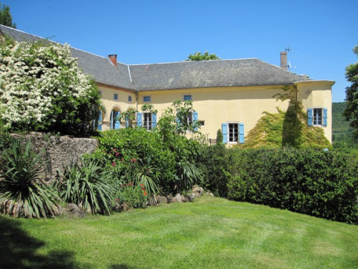 Small Lovingly Restored 18th C Chateau With 19 Ha In Sw