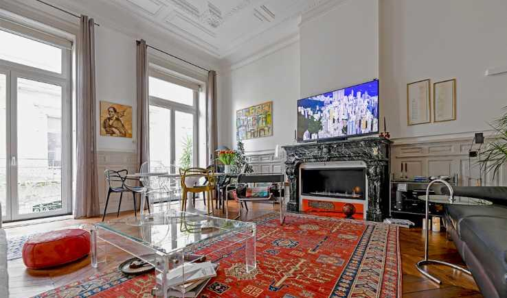 Haussmann Apartment In The Heart Of Town