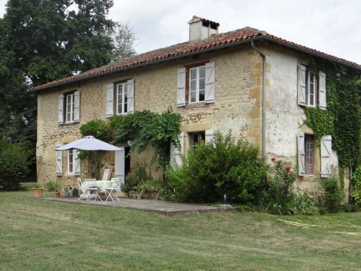 Fine Stone Country Houses and Traditional Homes for Sale in